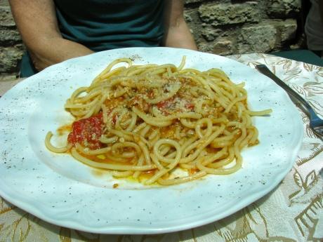 Stringozzi pasta with truffle sauce